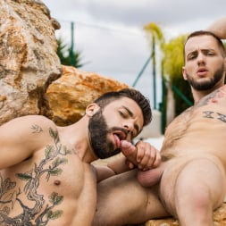 Colton Grey in 'Men' Incomparable (Thumbnail 6)